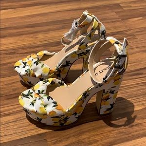 Lemon print heels! Never worn!
